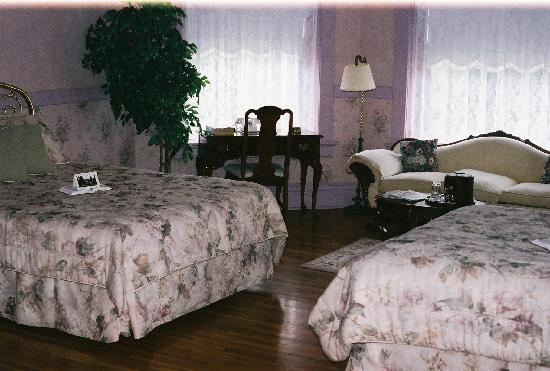 The Mansion at Elfindale Bed & Breakfast : One of the Suites
