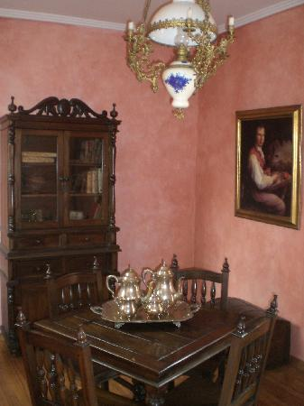 Hotel Casa del Aguila: One of the sitting rooms