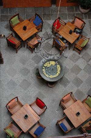 Hotel Casa del Aguila: Courtyard from above