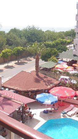 Sara Hotel: A view from our bedroom overlooking pool and beach