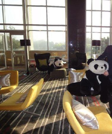 Hotel Novotel Taipei Taoyuan International Airport: panda in the bar