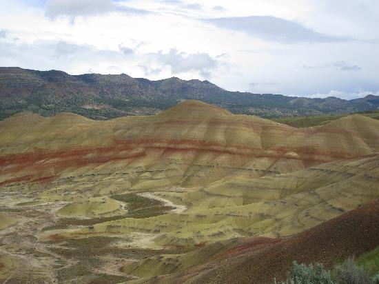 John Day Fossil Beds National Monument: Painted Hills Unit, Fossil Beds NM - stark but colorful landscape