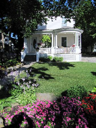 Accommodations Niagara Bed and Breakfast: Accommodations = Paradise