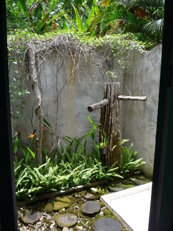 Bulun Buri Resort Chiangmai: partial view of the bathroom