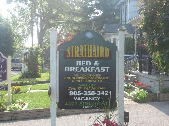 Strathaird Bed and Breakfast: In front of the b & b