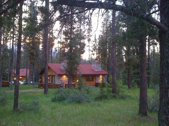 Deck picture of alpine village cabin resort jasper for Jasper luxury cabins