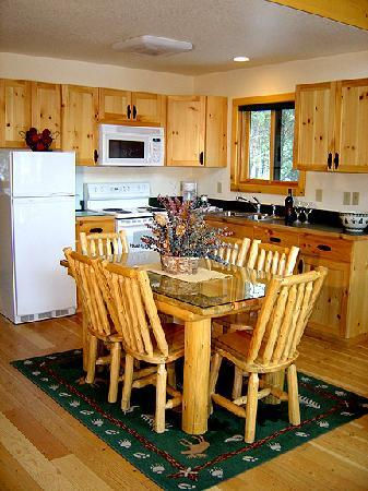 Somers Bay Log Cabin Lodging: Interior Loft Cabin