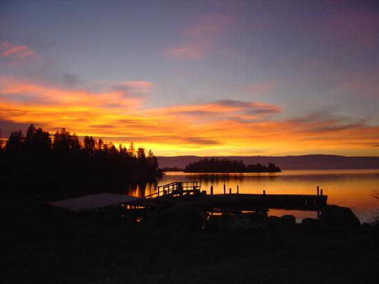 Somers Bay Log Cabin Lodging: Sunrise on Flathead Lake