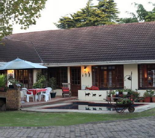 Outeniqua Travel Lodge: Pool Area