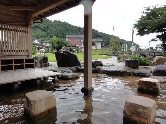 Shimoshima: 露天風呂の様な開放感ある足湯
