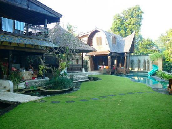 Villa Raja private backyard