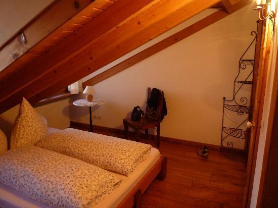 Casa Costa do Castelo: Zimmer unter dem Dach