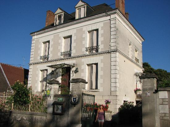 Mosnes, France: The house as seen from the street