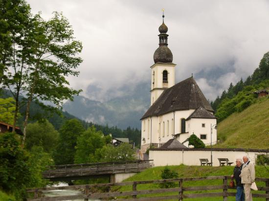 Pension Berganemone: Pfarrkirche, Ramsau