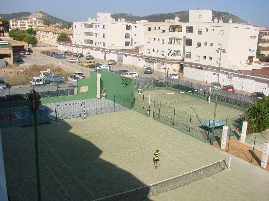 Hotel Playa Santa Ponsa: Tennis court