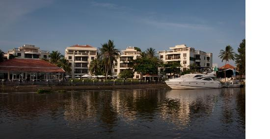 Riverside Serviced Apartments: Boat 2