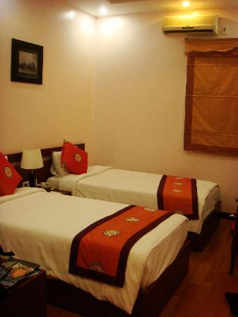 Hanoi Rendezvous Hotel: lovely beds and clean linen