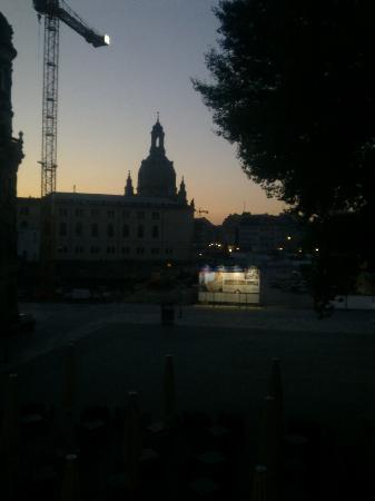 Hotel Taschenbergpalais Kempinski: Sonnenaufgang aus dem Zimmer