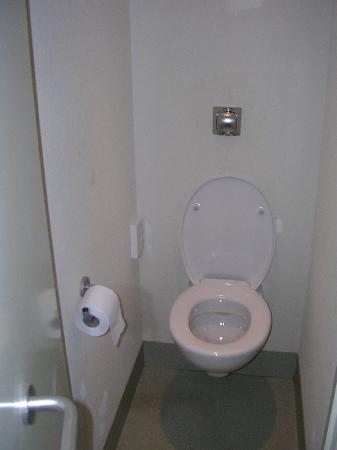 Ibis Budget London Hounslow: Toilette