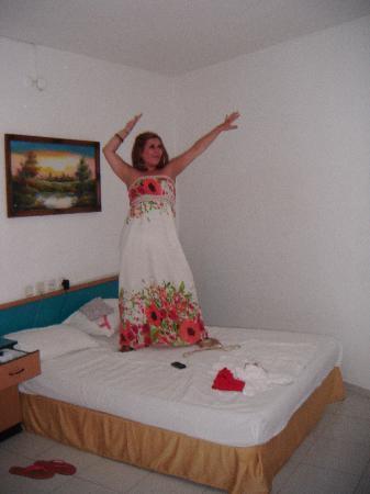 Seren Sari Hotel: Me on the bed
