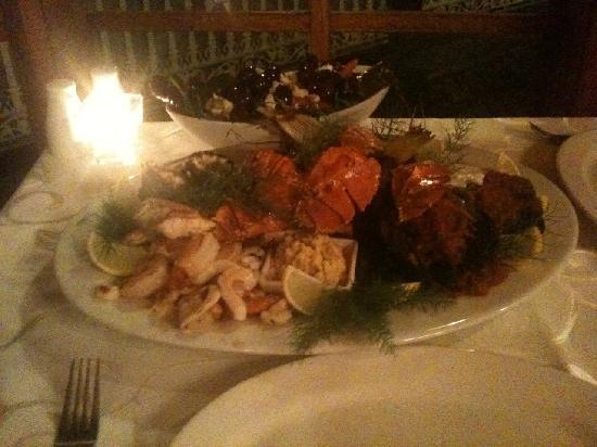 Miriam's Restaurant: Seafood Platter (sorry about the quality of the photo)