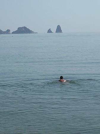 El Delfin Verde: John having a swim Medes Islands in the background