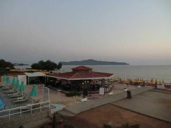 Stalos, Grecia: Utsikt från balkongen tidig morgon.