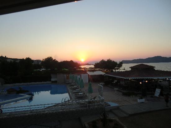 Hotel Rose: Solnedgång utsikt från balkongen