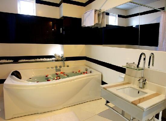 Mai Hotel : Bathroom