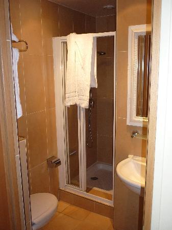 Tingis Hotel: bathroom
