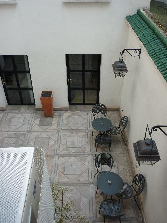 Tingis Hotel: courtyard