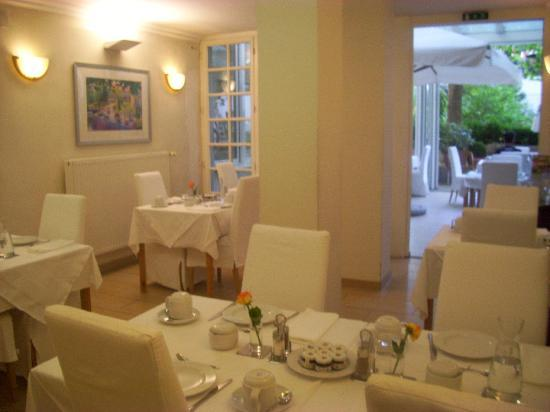 Hotel SPIESS & SPIESS Appartement-Pension: Idyllic breakfast room, with classical music.