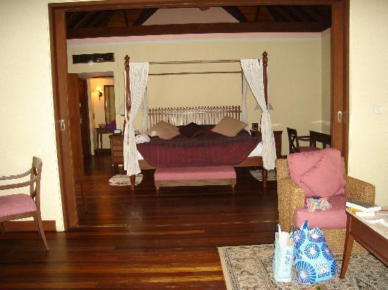 Kurumba Maldives: Bed in private villa