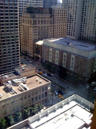 Courtyard Chicago Downtown/River North: view from hotel window