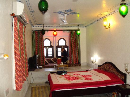 Hotel Thamla Haveli : Notre chambre sur le lac Pichola