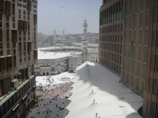 Elaf Kinda Hotel: View of the Haram from Hotel room