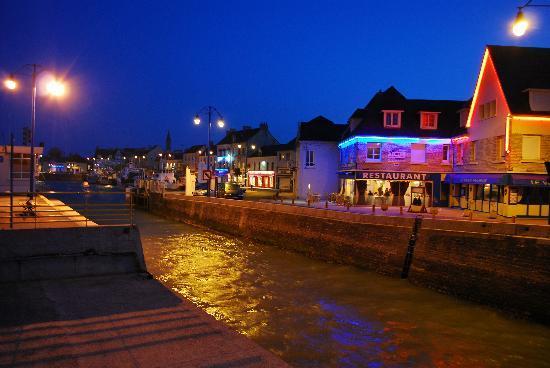 Ibis Bayeux Port en Bessin: Night time at port en Bessin