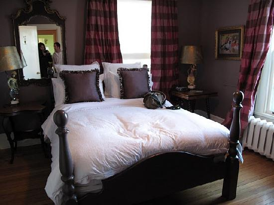 Lion's Head Bed & Breakfast: lovely room
