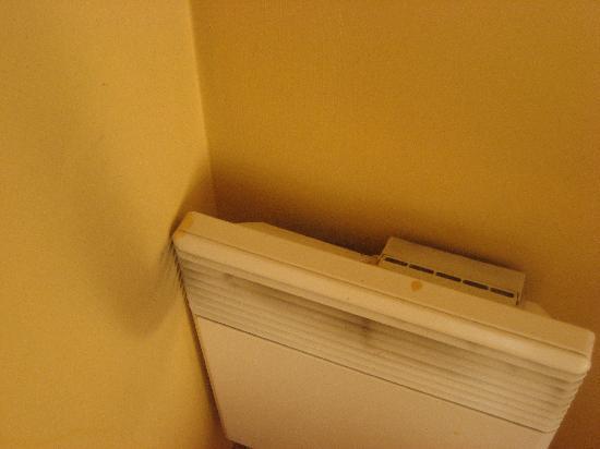 Adagio Aix-en-Provence Centre : Un des radiateurs ...