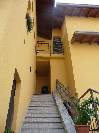 Amalfi Bed & Breakfast: Escalera de acceso al dúplex.