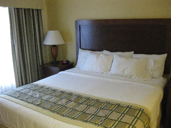 Residence Inn Tucson Airport: king bed