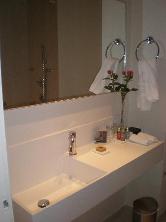 Capo Bay Hotel: Our bathroom