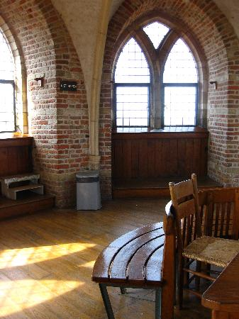 """Abbey Tower of Long John (Abdijtoren de Lange Jan): """"Oh, thank goodness, a chair!"""""""