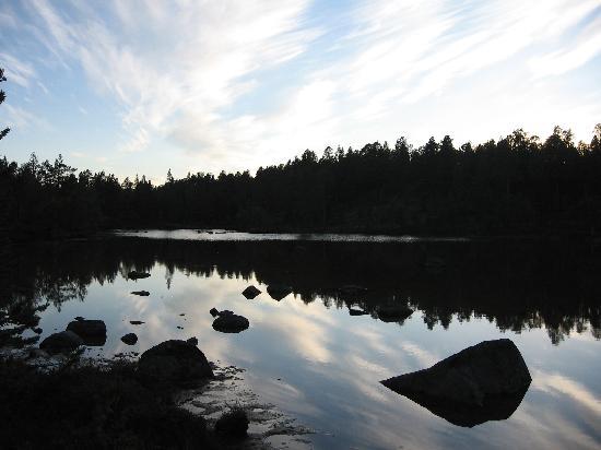 Porotila Toini Sanila: balades autour du lac