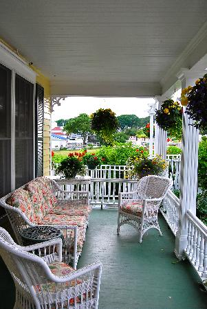 Bay View of Mackinac Bed & Breakfast: Front Porch