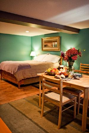 South Garden Bed and Breakfast: The Sunflower Suite