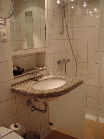 Munkebjerg Hotel: Bathroom