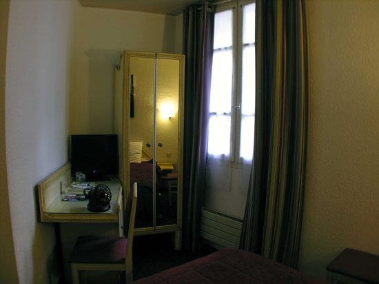 Hotel de France Invalides: The Room