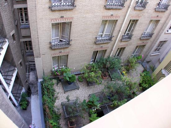 Hotel de France Invalides: View of Courtyard from Room