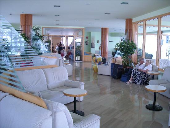 Hotel Caprici : the lobby